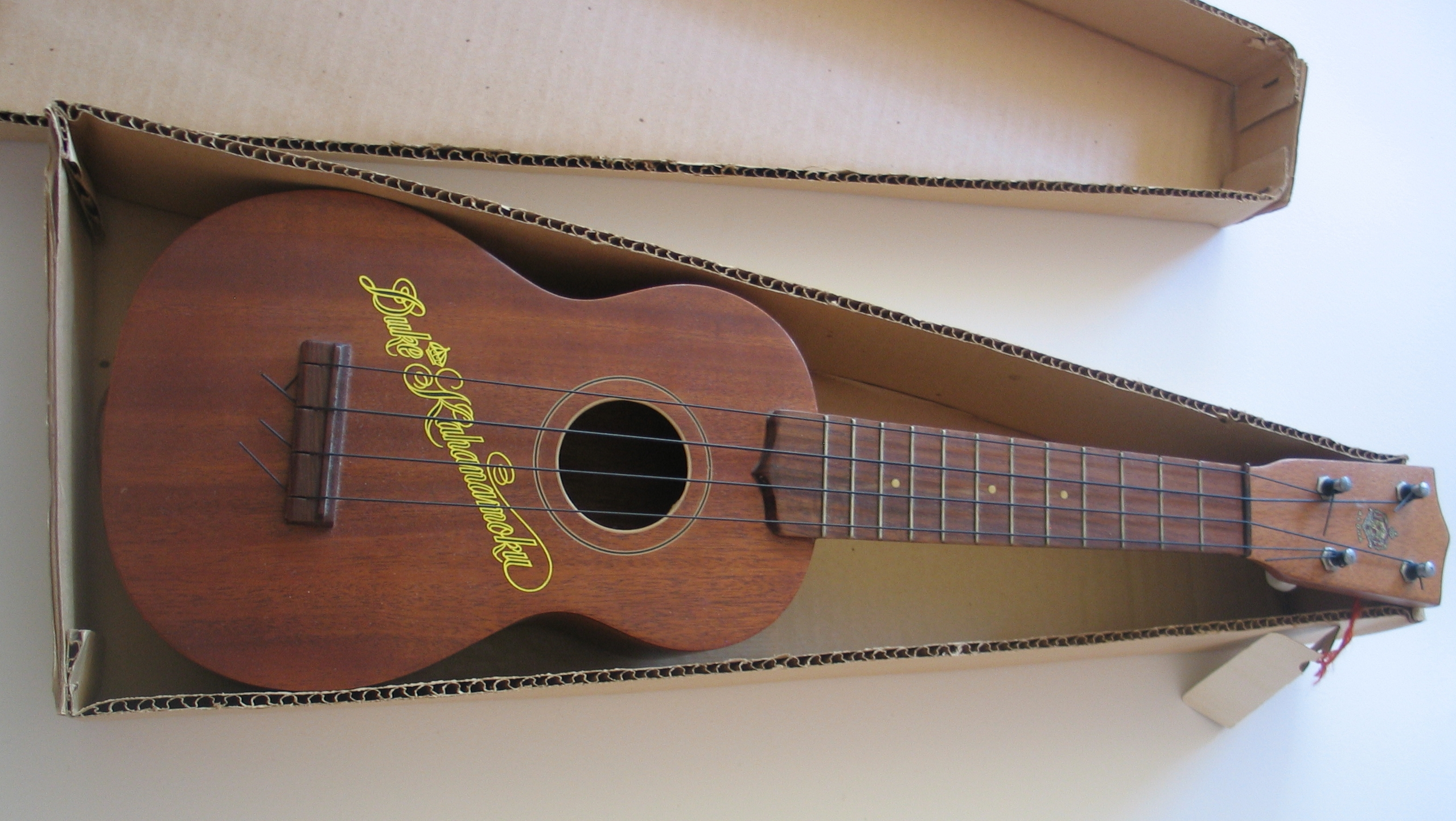how can i tell if this is a real ukulele or a toy ukulele yaho. Black Bedroom Furniture Sets. Home Design Ideas